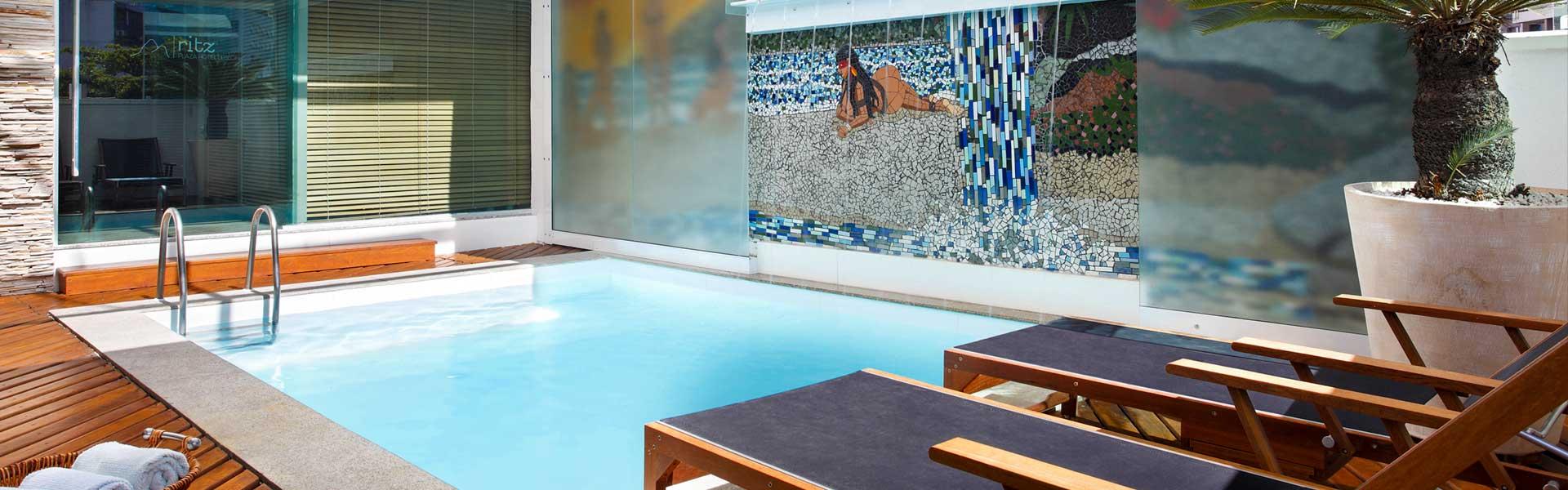 slider-page-ritz-plaza-hotel-leblon-piscina